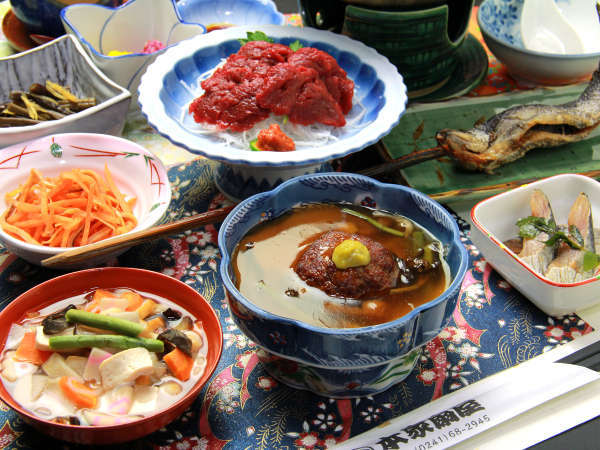 郷土の味覚満載の夕食は女将さんの手作り。季節の味覚を召し上がれ♪