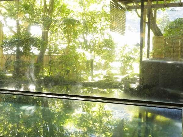 大浴場のご利用は14:00~翌朝11:00 朝食後の湯浴みも心ゆくまで楽しめます。
