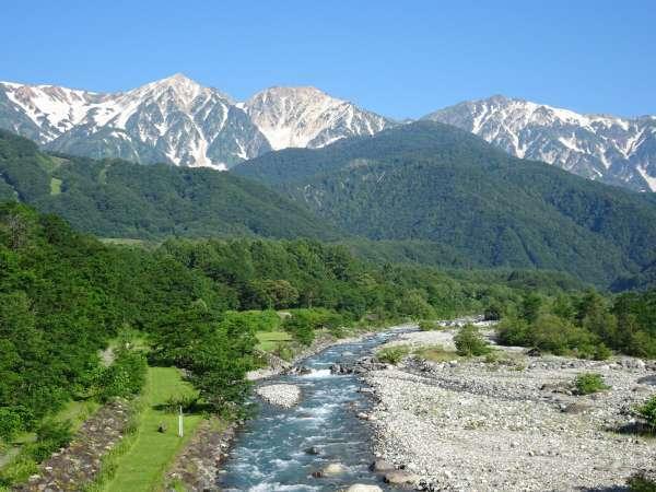 *[白馬の景色・夏]大雪渓の雪解け水が流れる松川親水公園