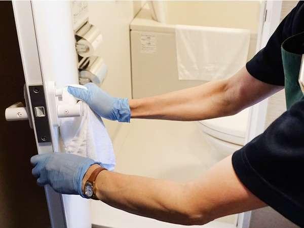 【感染症対策】エタノール製剤(消毒剤)を使用して拭き上げ