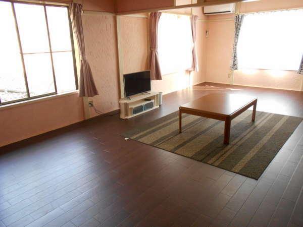 メインの16畳洋室は窓が3つあって快適!