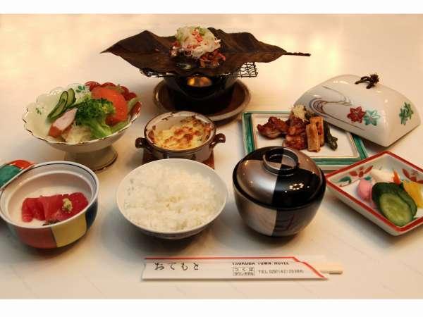 ボリューム満点の夕食☆香りのいい朴葉味噌焼き♪メニューは日替わりです☆