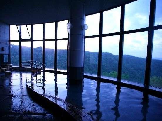 姫路市街一望の天空浴場。夜明けの景色を楽しみながらゆったりと。