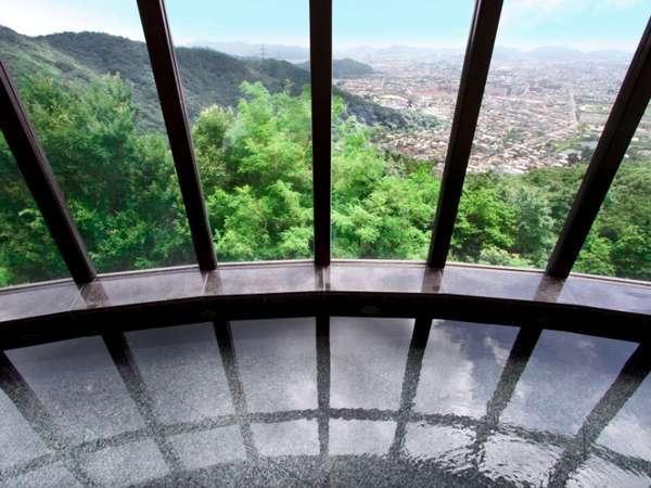展望浴場からは、播磨の景色が一望できます。