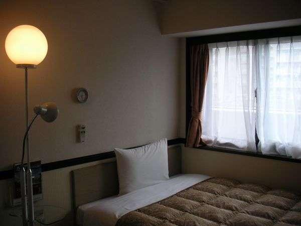 シングルルーム(セミダブルベッドをご用意致しました。)