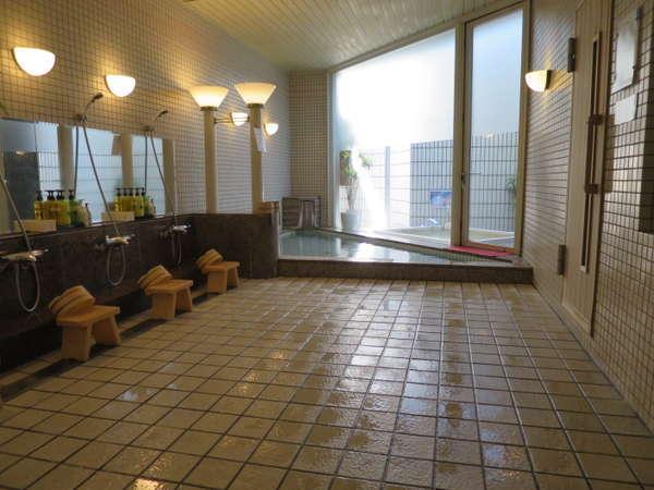 【温泉】開放的な空間でリラックスして頂けます