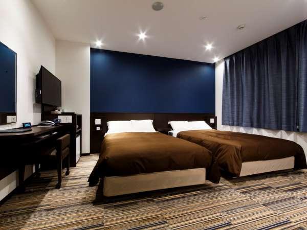 ◇ユニバーサルツインルーム◇120cm幅のベッド2台、車いす利用も可能な23㎡の広々したお部屋です。