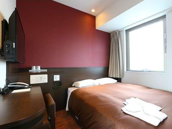 ◇ダブルルーム◇140cm幅ベッド1台のお部屋。広さは12㎡です。