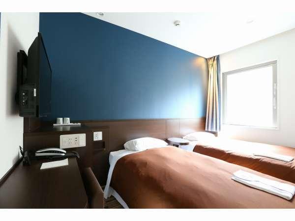 ◇ツインルーム◇100cm幅のベッド2台のお部屋。広さは15㎡です。
