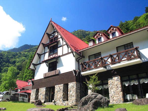 【外観】静と動を楽しむ。滑床渓谷は四万十川の源流のひとつであり、当館は国立公園の森の中にあります。