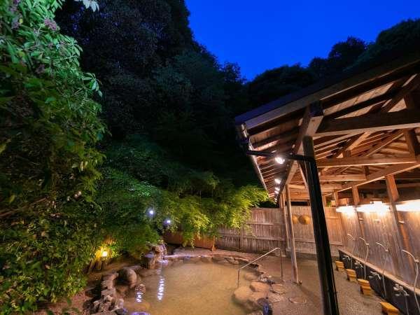 ◆野天風呂◆夕暮れの野天風呂も別格です。
