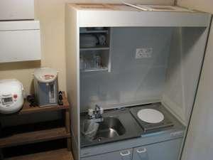 各室自炊できる台所を完備