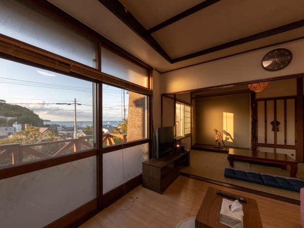 [ 1階 ] 夕日が差し込む和室