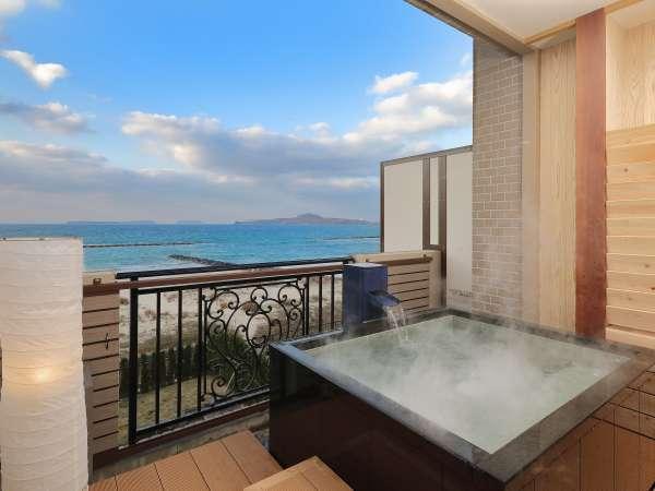 海の音色に包まれながら癒しのひとときを、プライベートな露天風呂付客室でお過ごしください♪