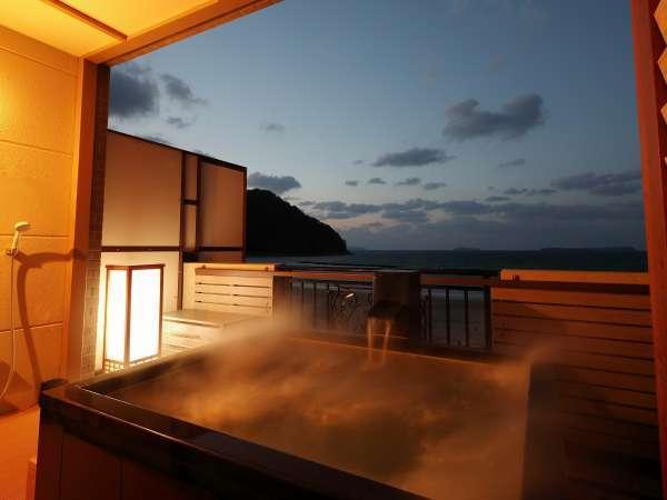 すぐ目の前は日本海・菊ヶ浜海岸!静かにおとずれる夕暮れ時のひと時を温泉露天風呂とともに♪
