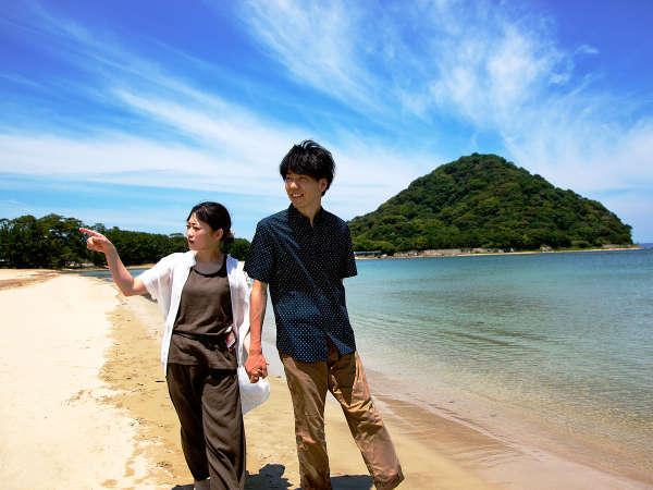 """心地よい潮風と砂浜で、日常から解き放たれたひとときを感じてください。夏は""""海水浴場""""としても大人気"""