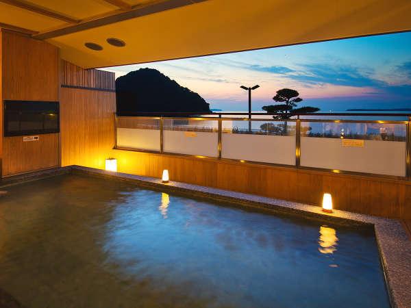 ■夕景の湯■海を望む露天風呂、夕方には夕日を、朝には朝日をお楽しみいただける絶景露天風呂