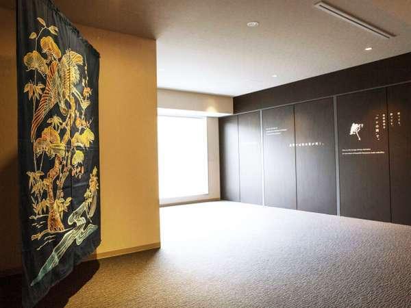◆加賀友禅◆各階のエレベーターホールに展示