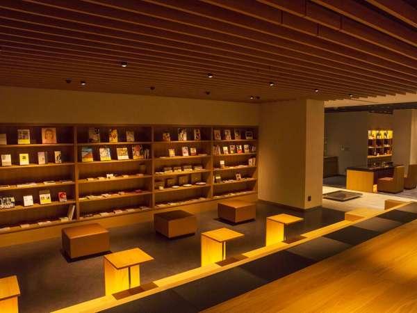 ◆ラウンジ◆金沢にゆかりある作家の書籍などをご用意