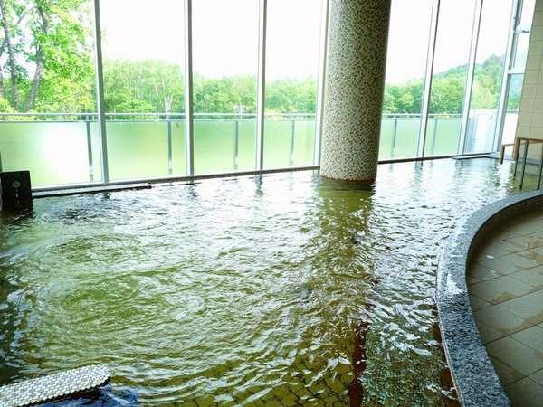 源泉は、富良野大地の地中1,010メートルにある湯脈。【富良野温泉 紫彩の湯】