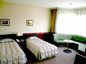 【特別室】広さ54㎡。ゆったりソファでお寛ぎ下さい。