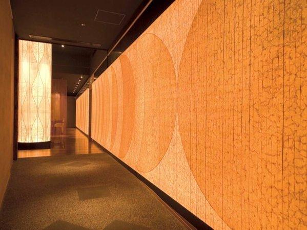 【ステイ・ダイニング にほん】~光の壁と存在感溢れる光の柱