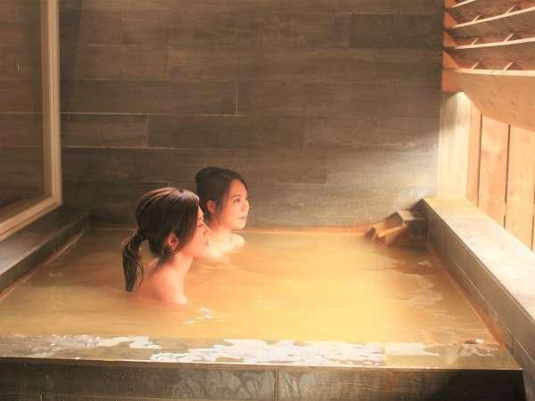 *オイルたっぷり「美肌の湯」といわれる豊富温泉をぞんぶんにお愉しみください
