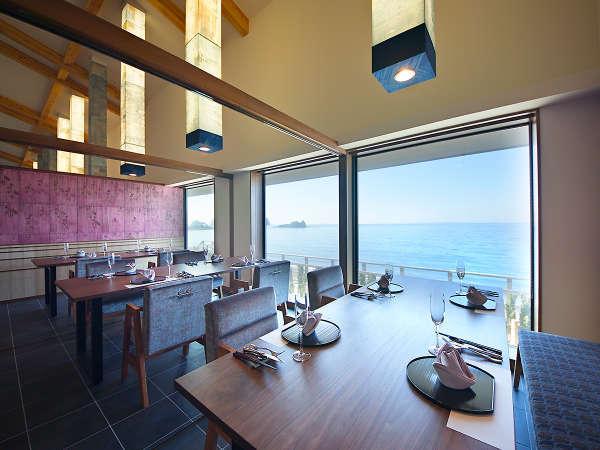【レストラン】お食事は朝夕共に、オーシャンビューを望む個室のダイニングにてご賞味いただきます。