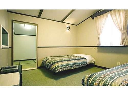 【和洋室】和室部分に2組のお布団をご用意することができます。
