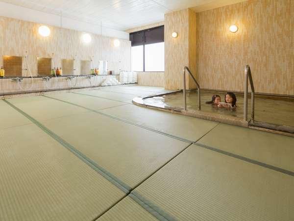 ホテル2Fの畳のお風呂♪滑らないので安心です!!