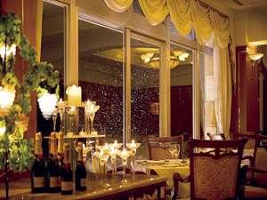 雰囲気のあるレストランで非日常のひとときをお楽しみ下さい