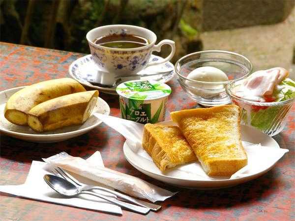 ★朝食例★パン・サラダ・茹で卵・コーヒーなどの洋食をお召上がり下さい。しっかり食べて元気に出発★