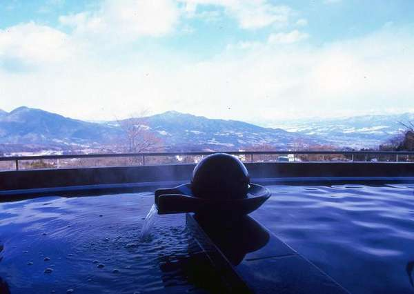 「千楽」展望半身浴 上州の山並みが一望