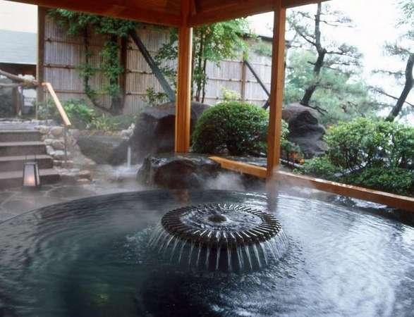 「千楽」庭園露天風呂 ちょっと不思議な丸い浴槽です