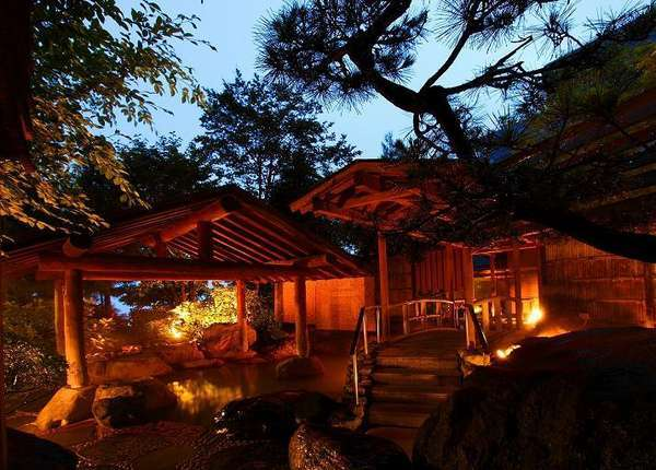「千楽」庭園露天風呂 黄金の湯源泉掛け流しです。