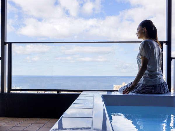 【天空-sora-】刻一刻と表情を変える海と空を眺め、ルーフトップバスで疲れを癒すー…。