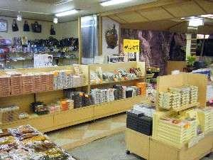 """美作地方の特産品や岡山ならではの品々を販売する売店""""美作のれん"""""""