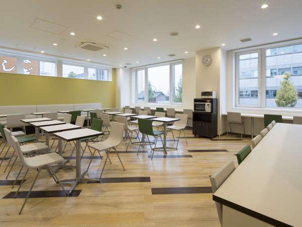 【ラウンジスペース】カフェスペースとして利用可能♪ウェルカムドリンクは何度でもご利用いただけます