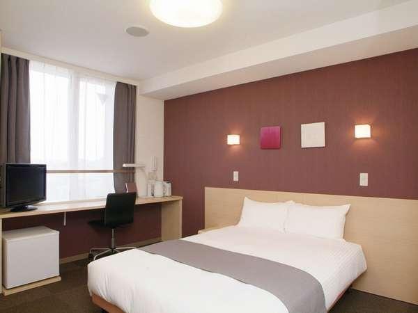 【シングルルームBタイプ&ダブルルーム】ベッド幅1m40cmあり、17平米と広々とした客室です。