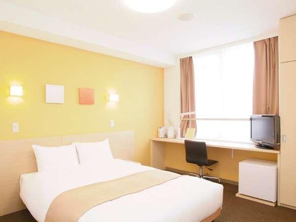 【ダブルルーム】ベッド幅は1m40cm、室内も17平米と広いので、快適にお過ごしいただけます♪