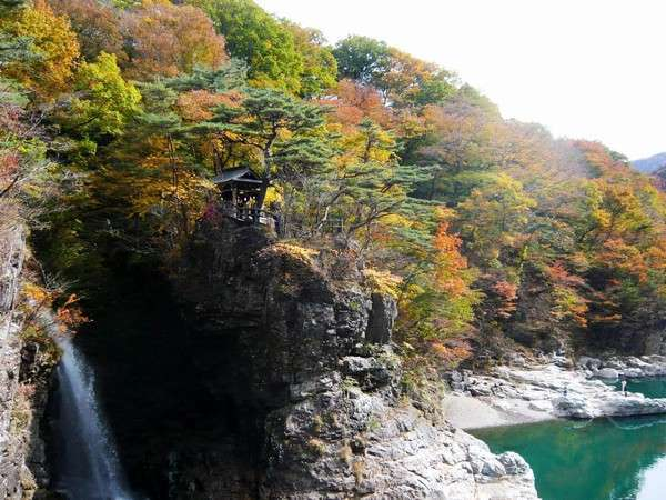 虹見の滝の紅葉