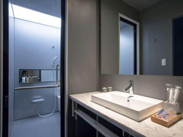 【風呂】洗い場付きのバスルームは広々としており、みなさまに好評です♪