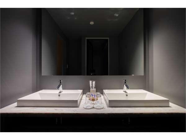 【バスルーム】女子旅に不可欠なダブルベイシン 朝からゆっくりお出かけの準備を