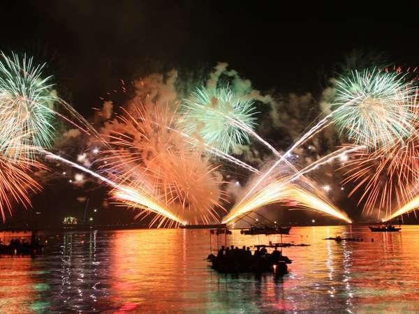 歳時/宮津燈籠流し花火大会。毎年8/16に開催される花火大会をお楽しみください。