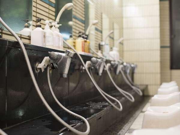 大浴場内湯/シャンプー等数種類ずつご用意しておりますので、使い比べしてみてください♪
