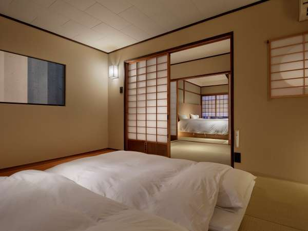 障子を挟んで寝室がございます。3名様以上の際はお布団をご用意いたします。