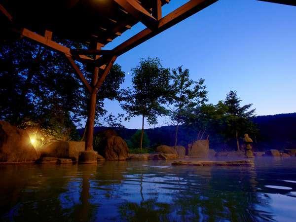 夏の露天風呂(夜)
