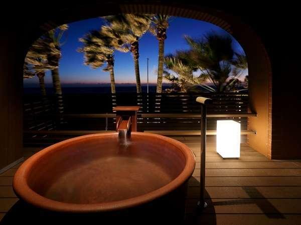 貸切露天風呂は45分の利用で有料となっております。チェックインの際にご予約ください。
