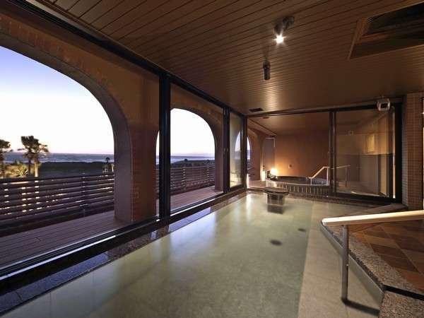 大浴場「里の湯」温泉をお楽しみください。