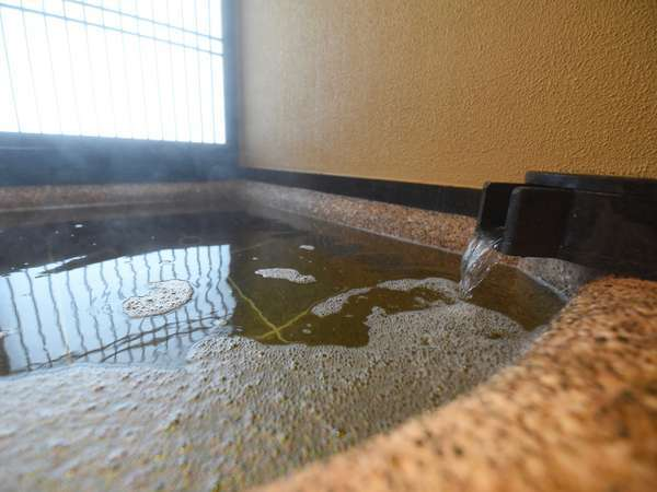 個室貸切風呂は3タイプ。御影石で造られた石風呂で温泉のぬくもりをご堪能くださいませ。